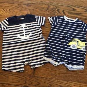 Carters bundle of 2 outfits size 6M
